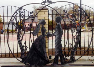 15 Скульптура за лавкой (2)